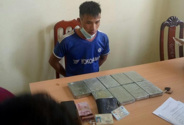 Hải quan Điện Biên phối hợp bắt đối tượng vận chuyển 9 bánh heroin