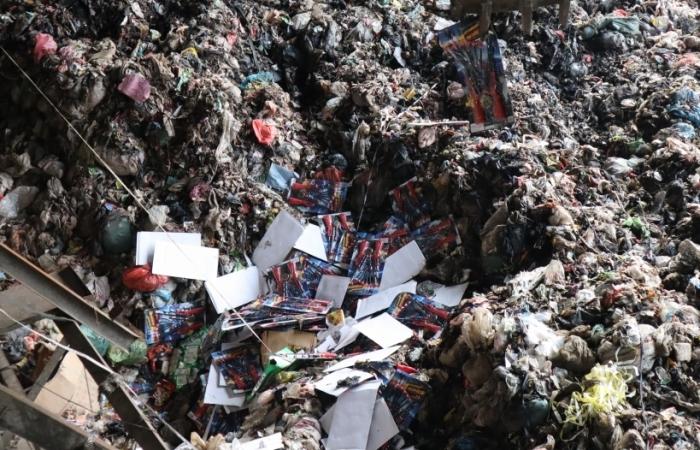 Phú Thọ: Tiêu hủy hơn 5 tấn pháo nổ, đồ chơi, mỹ phẩm