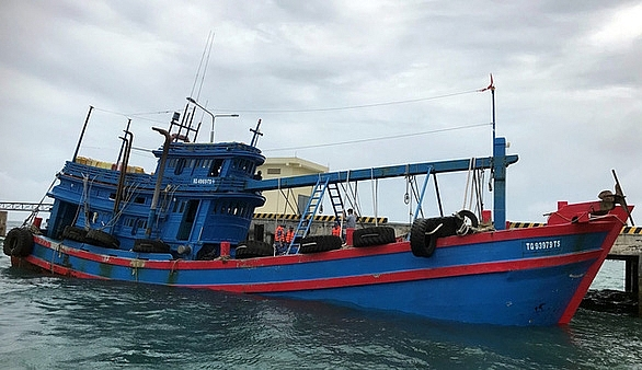 Một tàu cá chở 100.000 lít dầu DO do lực lượng Cảnh sát biển bắt giữu trong tháng 8/2020.