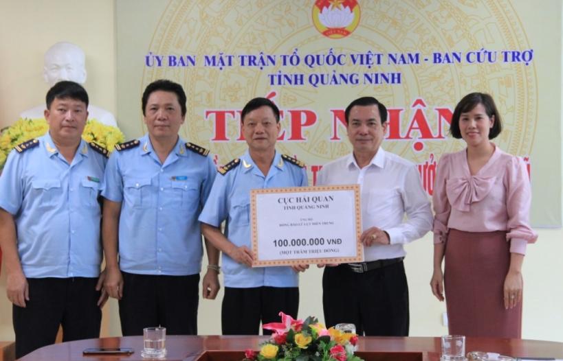 Hải quan Quảng Ninh quyên góp 532 triệu đồng ủng hộ đồng bào miền Trung