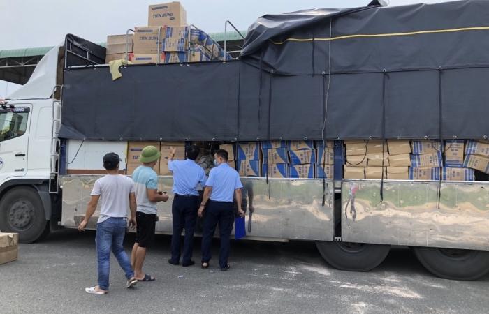Chặn đứng xe tải chở 415.000 khẩu trang không rõ xuất xứ