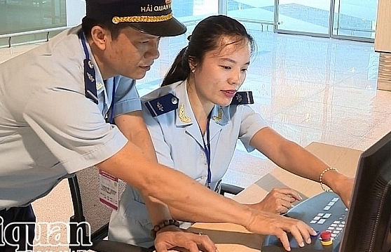 Hải quan Cẩm Phả ký quy chế phối hợp quản lý tại sân bay Vân Đồn