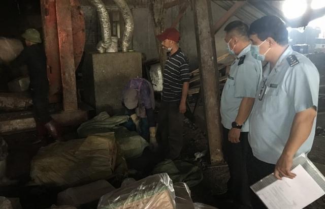 Gần nửa tấn chả mực Trung Quốc nhập lậu