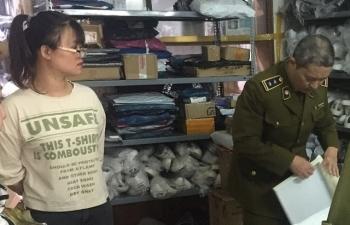 Hà Nội: Lại phát hiện điểm kinh doanh hàng có dấu hiệu giả mạo nhãn hiệu