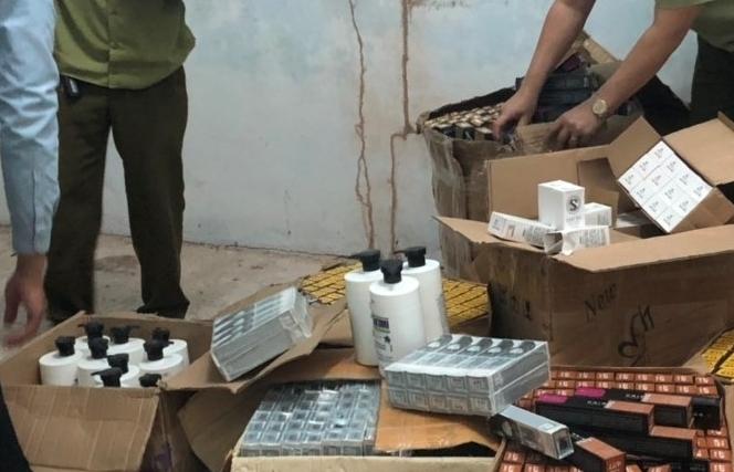 Móng Cái: Thu giữ hơn 1.200 lọ mỹ phẩm nhập lậu
