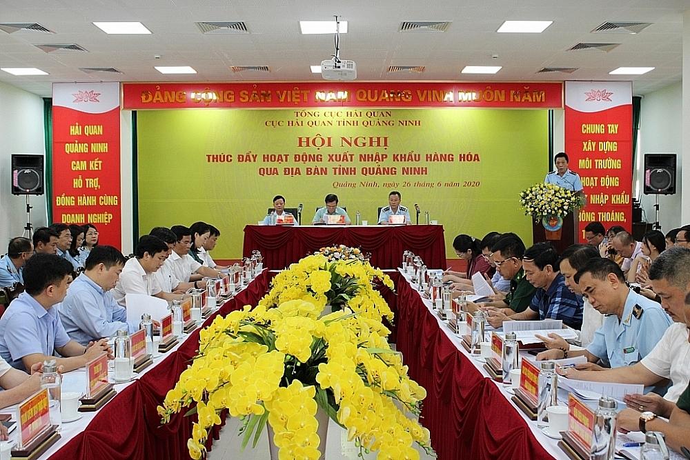 Cuối tháng 6, Hải quan Quảng Ninh tổ chức hội nghị thúc đẩy hoạt động xuất nhập khẩu qua địa bàn. Ảnh: Q.H
