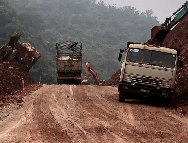 Hàng hóa xuất nhập khẩu qua cửa khẩu Cha Lo thông quan trở lại