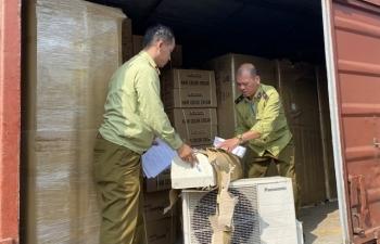 Hà Nội: Phát hiện hàng trăm cục điều hòa, tủ lạnh có dấu hiệu nhập lậu trên tàu hỏa