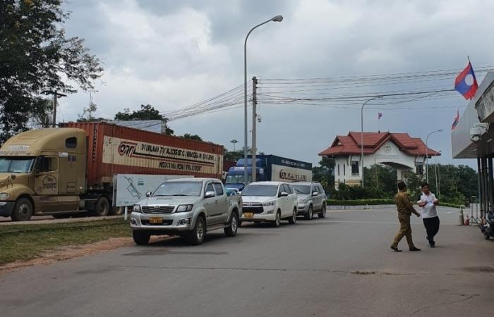 Hoạt động qua cửa khẩu Lao Bảo trở lại bình thường sau vụ nổ lớn