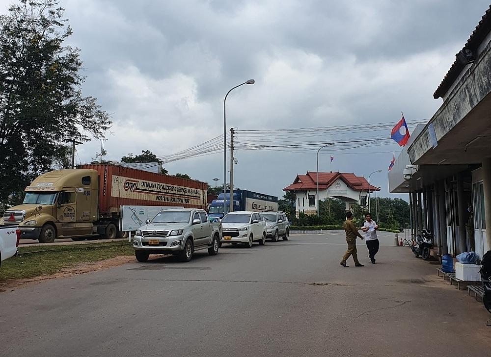 Hoạt động XNK qua cặp cửa khẩu Đensavanh (Lào)- Lao Bảo (Việt Nam) trở lại bình thường.