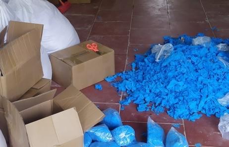 Phát hiện kho chứa hơn 8 tấn găng tay y tế đã qua sử dụng