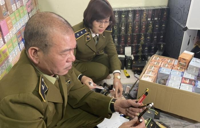Hà Nội: Tạm giữ hàng nghìn sản phẩm thuốc lá điện tử, bóng cười