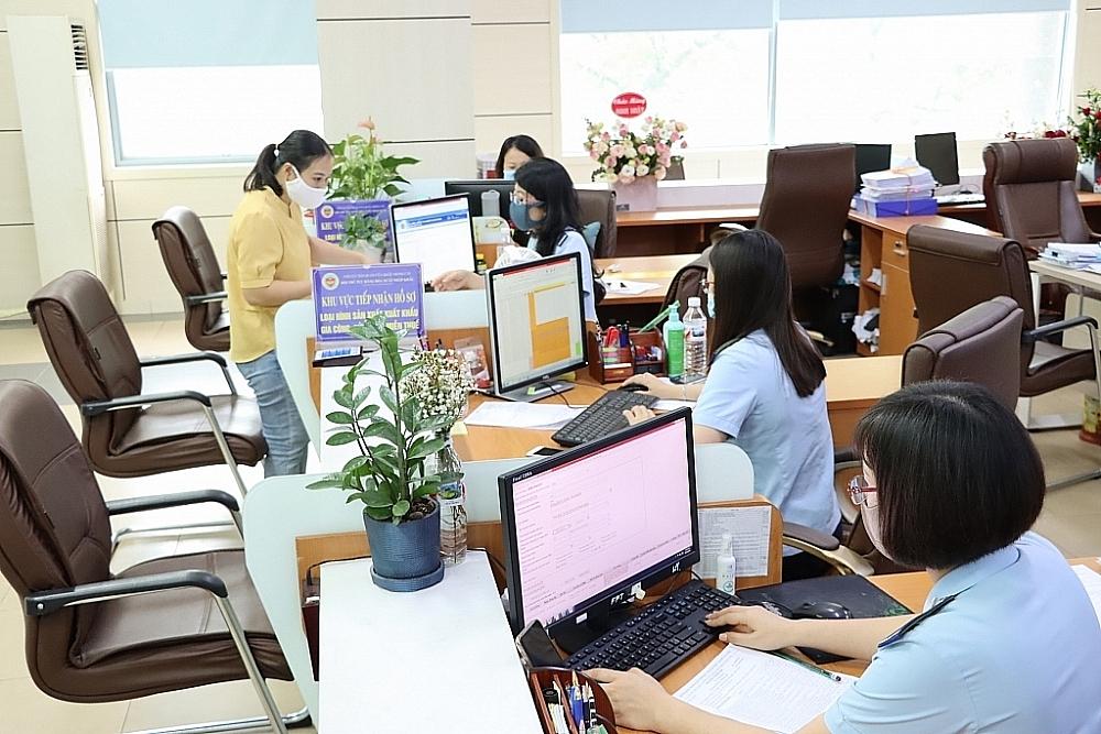 Hoạt động nghiệp vụ tại Chi cục Hải quan cửa khẩu Móng Cái, Cục Hải quan Quảng Ninh. Ảnh: Quang Hùng