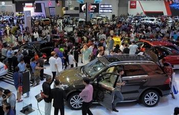 """Cuối năm ô tô giảm giá """"bất thường"""", khách hàng hưởng lợi"""