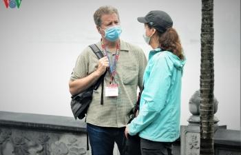 Người nước ngoài đồng tình với việc đeo khẩu trang tại nơi công cộng