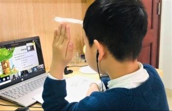 Học trực tuyến mùa dịch Covid-19: Bố mẹ phải học lại cùng con
