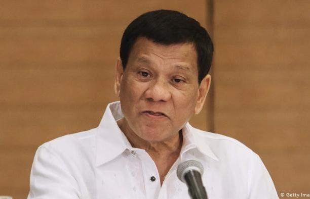 Tổng thống Duterte dọa bắn hạ người vi phạm lệnh phong tỏa chống Covid-19