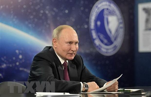 Tổng thống Nga Putin tiêm mũi hai vaccine ngừa COVID-19