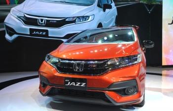"""Nhiều mẫu ô tô giảm giá """"khủng"""" trong tháng 5"""