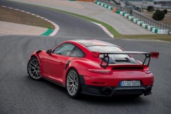 Vì sao lại có nhiều siêu xe Porsche 911 GT2 RS được rao bán đến vậy?