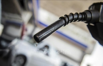 Giá dầu châu Á giảm gần 1 USD/thùng phiên 26/7