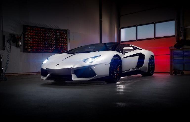 Chi 1 tỷ đồng để độ lại nội thất của Lamborghini Aventador