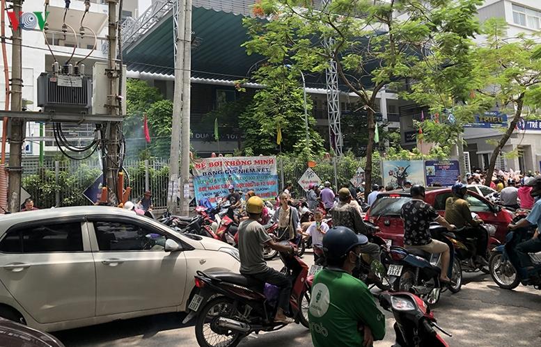 Chưa khai giảng, nhiều cổng trường ở Hà Nội đã ùn tắc giao thông