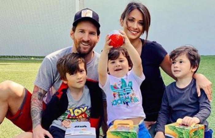 """Messi: """"Cả nhà tôi đã khóc, bọn trẻ không muốn rời khỏi Barcelona"""""""
