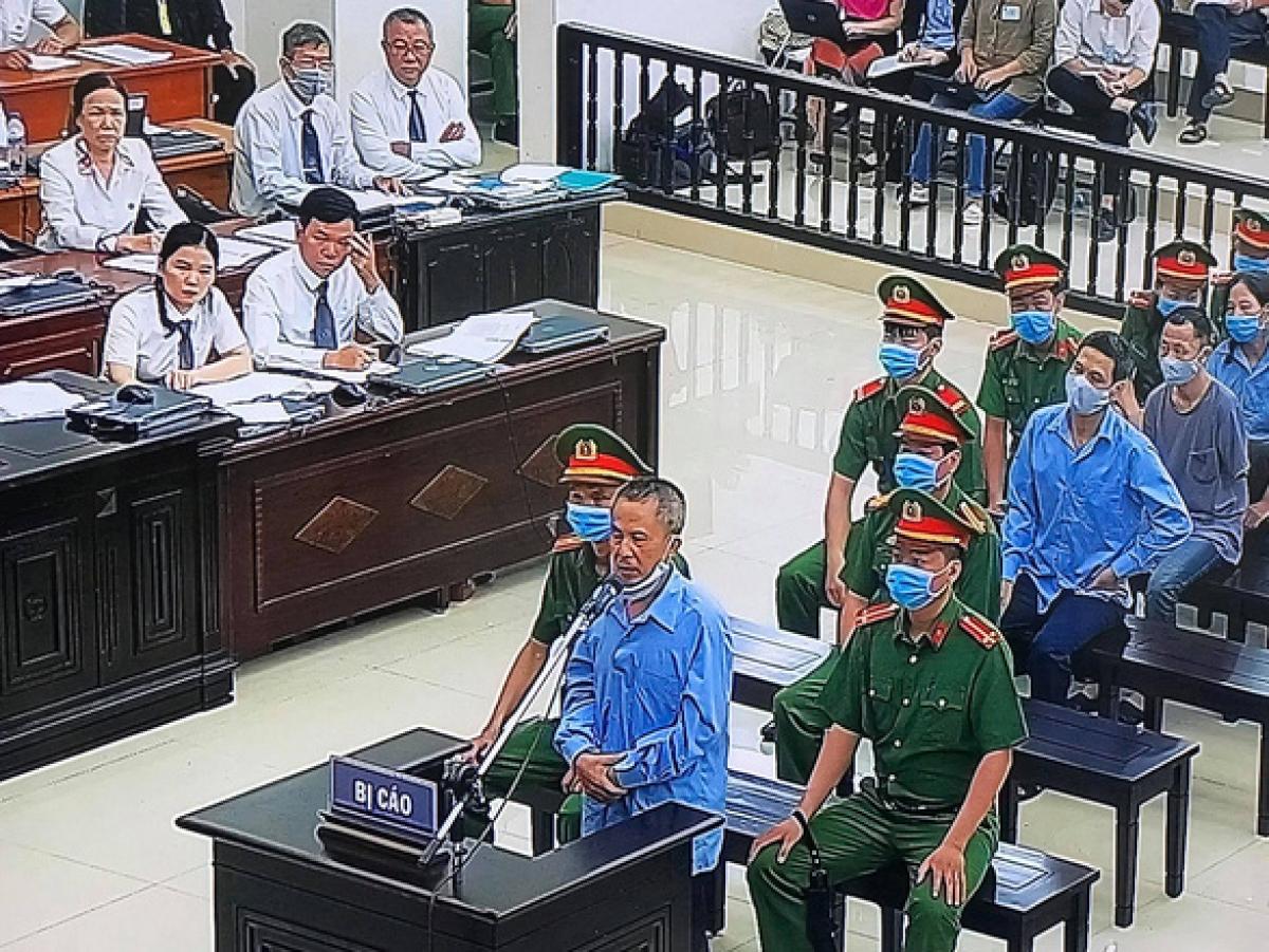 Bị cáo Lê Đình Công khai tại tòa. (Ảnh chụp màn hình)