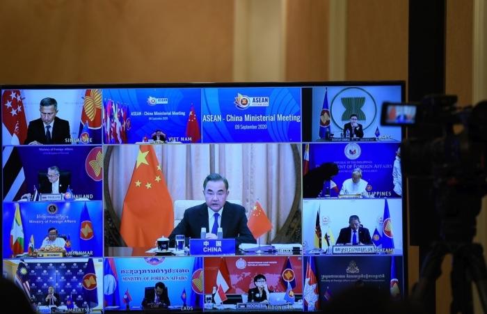 """Vấn đề Biển Đông """"nóng"""" tại hội nghị giữa ASEAN-Trung Quốc"""