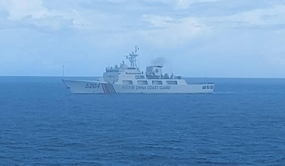 Tàu hải cảnh Trung Quốc ngoài khơi quần đảo Natuna. Ảnh: Bakamla.