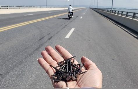 Rải đinh trên quốc lộ: Cần chế tài đủ mạnh để ngăn chặn