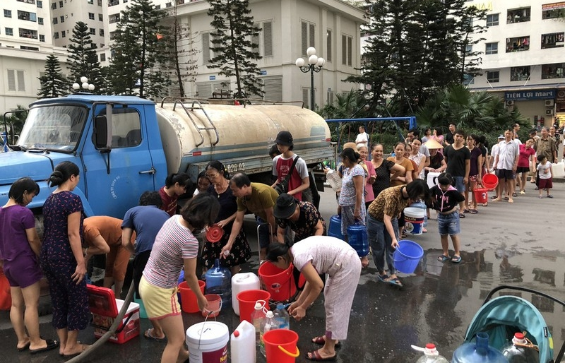 Nước sinh hoạt bốc mùi ở Hà Nội: Bức xúc không giới hạn!