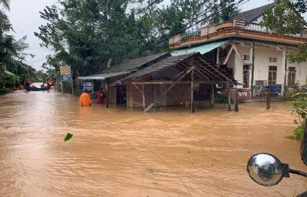 Bão số 9 suy yếu thành áp thấp, lũ đặc biệt lớn trên sông ở Trung Bộ