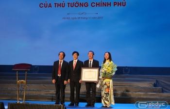 Kỷ niệm 50 năm thành lập, Phổ thông Chuyên Ngoại ngữ đón bằng khen của Thủ tướng