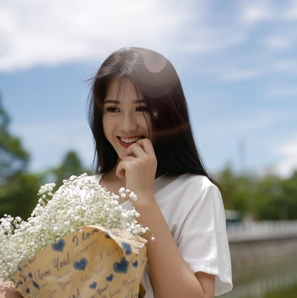 Đỗ Thị Hà là con gái út trong một gia đình có ba anh chị em tại Thanh Hóa. Hiện người đẹp theo học ngành Luật Kinh doanh, Đại học Kinh tế Quốc dân./.