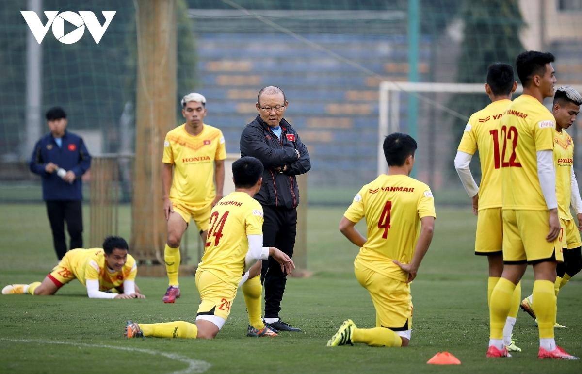 """Thầy Park """"ân cần"""" đến từng chi tiết, ĐT Việt Nam hứng khởi tập luyện"""