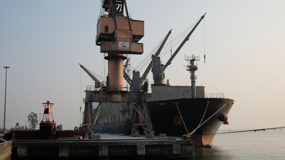 Cảng Nghi Sơn (Thanh Hóa) được xem xét đưa vào danh sách các cảng biển được nhập khẩu ô tô chở người dưới 16 chỗ ngồi.Ảnh: N.Linh