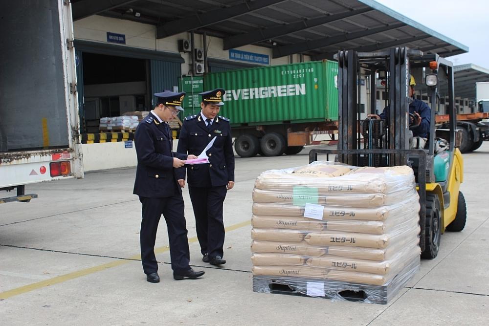 CBCC Chi cục Hải quan KCN Bắc Thăng Long kiểm tra hàng hóa XNK. Ảnh: N.Linh