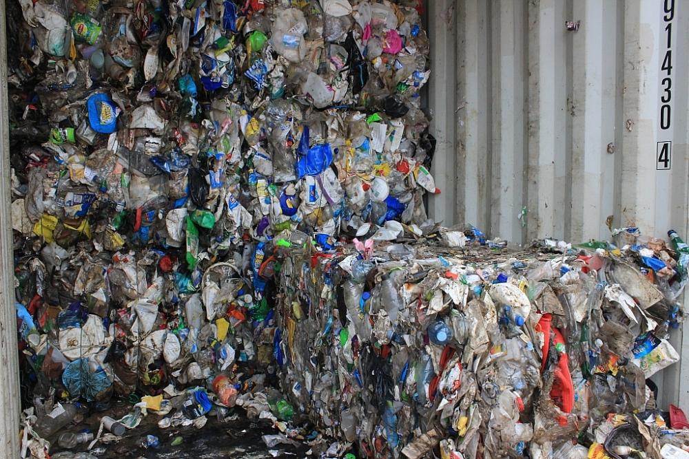 Phế liệu nhựa nhập khẩu do lực lượng Hải quan phát hiện, bắt giữ tại cảng Hải Phòng năm 2018. Ảnh: N.Linh.