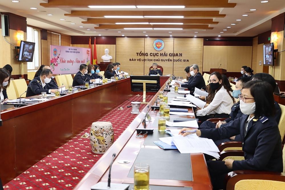 Cuộc họp trực tuyến của lãnh đạo Tổng cục Hải quan với một số đơn vị hải quan địa phương và doanh nghiệp. Ảnh: N.Linh