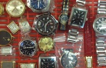 Hải quan Hà Nội đề xuất bán đấu giá 54 chiếc đồng hồ nhập lậu