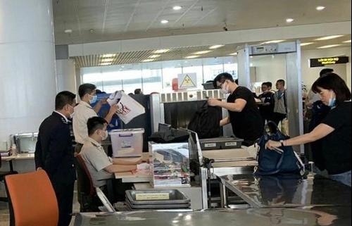 Khách xuất nhập cảnh sân bay quốc tế Nội Bài giảm 21,2%