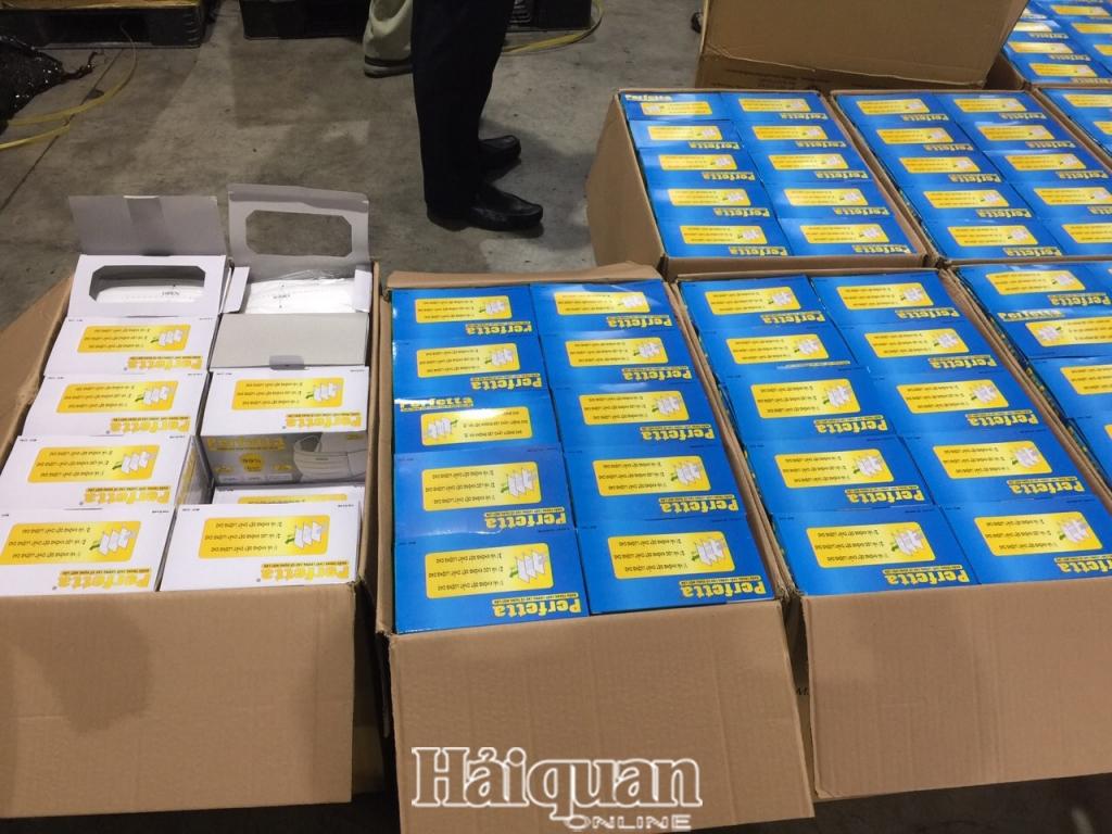 Phát hiện gần 800.000 khẩu trang y tế xuất lậu qua sân bay quốc tế Nội Bài