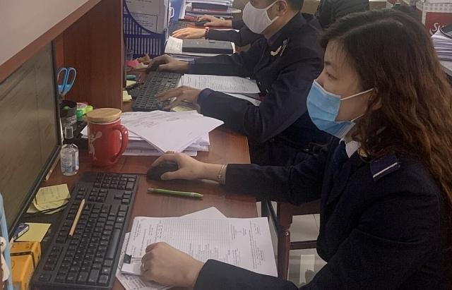 Hải quan Hà Nội: Vẫn trực giải quyết thủ tục thông quan trong ngày nghỉ lễ Giỗ Tổ