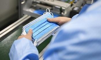 Bộ Tài chính đề xuất hai phương án để quản lý xuất khẩu khẩu trang y tế