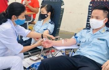 Thanh niên Hải quan Thanh Hóa tham gia chương trình hiến máu tình nguyện