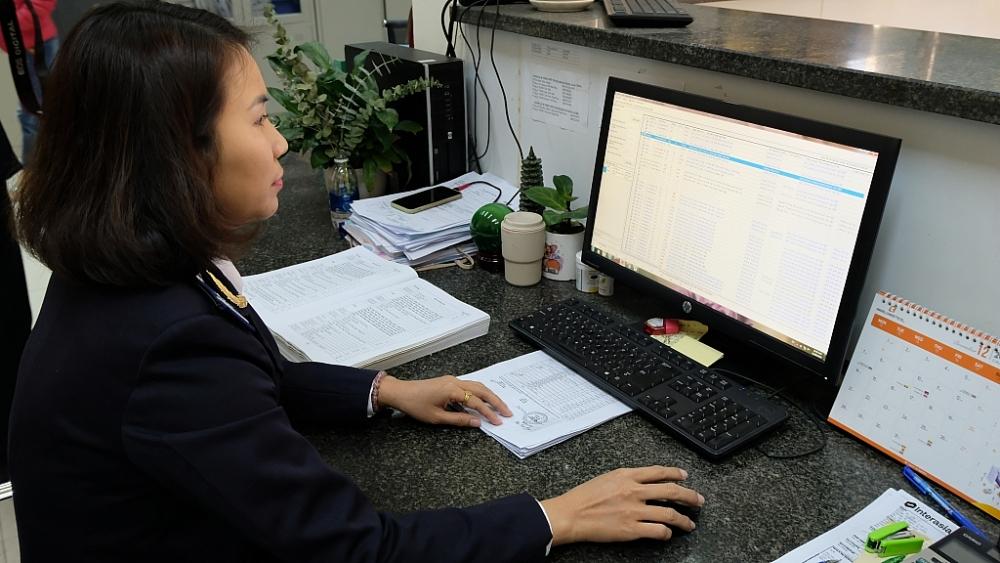 Hoạt động nghiệp vụ tại Chi cục Hải quan cửa khẩu cảng Thanh Hóa. Ảnh: N.Linh