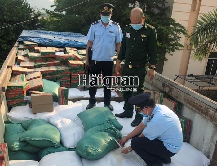 Tổng cục trưởng tặng giấy khen vụ bắt giữ 57,4 tấn gạo xuất lậu
