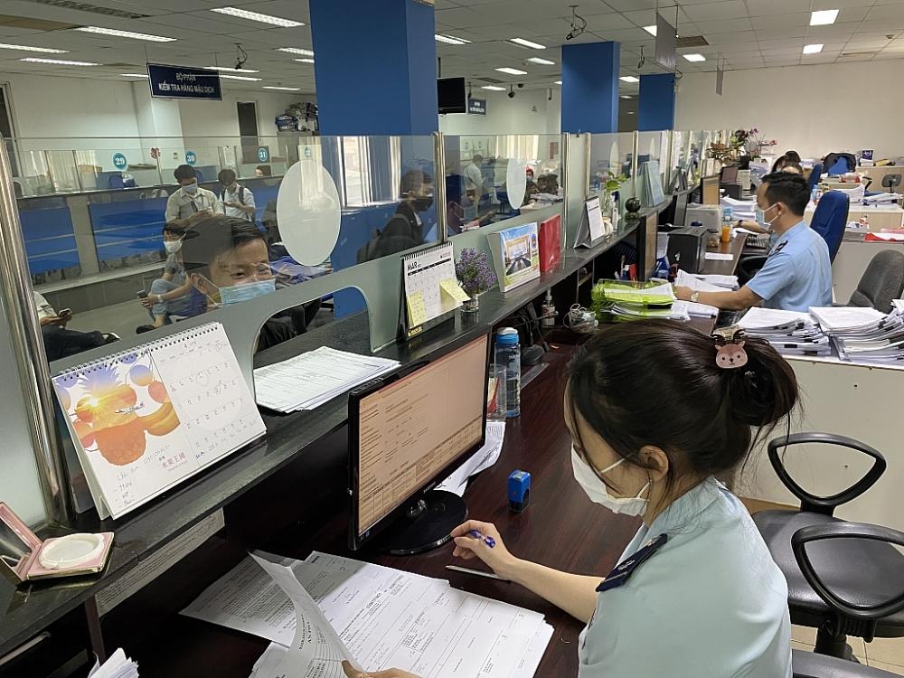 Hoạt động nghiệp vụ tại Chi cục Hải quan sân bay quốc tế Tân Sơn Nhất. Ảnh T.D